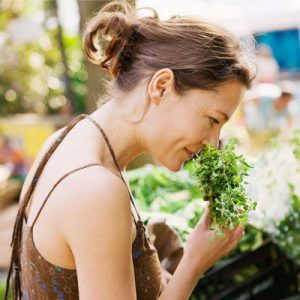 این 7 گیاه و ادویه می توانند پوست شما را نجات دهند